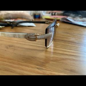Cartier buffs has everything that comes with it